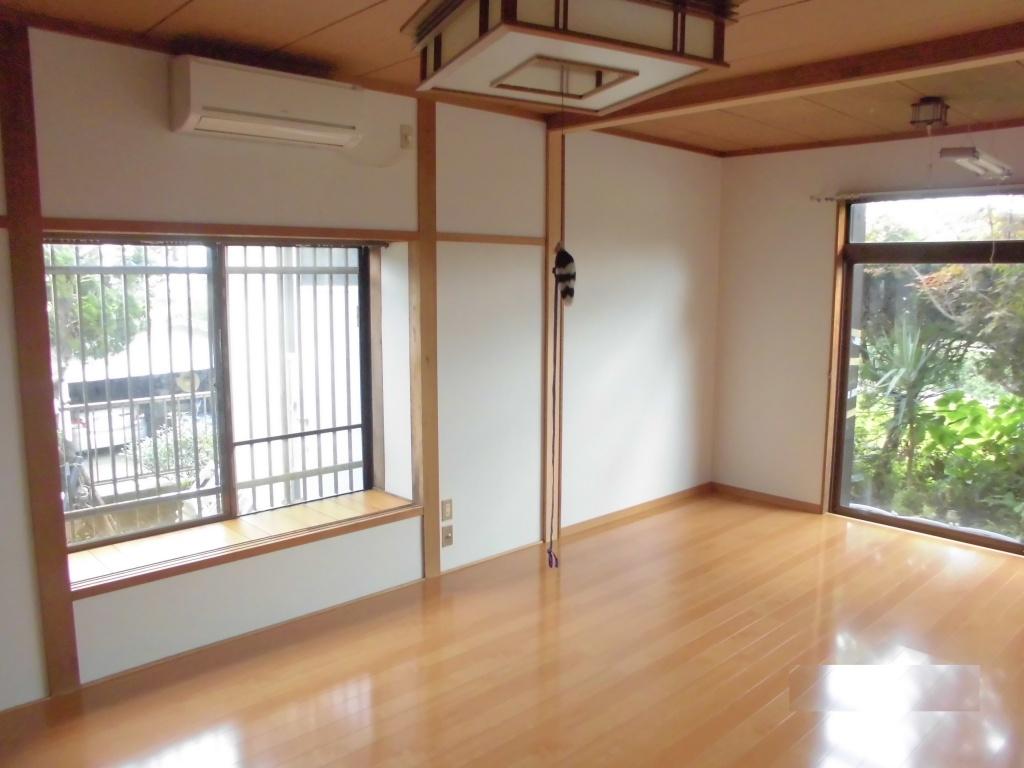 鹿児島県霧島市隼人町k様邸 8畳間2間床壁紙張替え 絨毯 フローリング